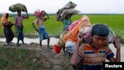بر شمار پناهجویان روهنگیایی که از میانمار به بنگله دیش فرار می کنند، هر روز افزوده می شود.