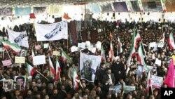 伊朗人参加在一次反对派集会中被打死学生的葬礼