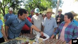 Humberto Rios Labrada meets with local farmers at seed diversity fairs across Cuba.