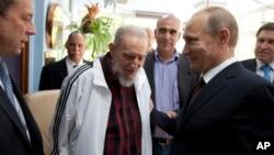 Cuba's Fidel Castro, center, meets with Russia's President Vladimir Putin, right, in Havana, Cuba, July 11, 2014.