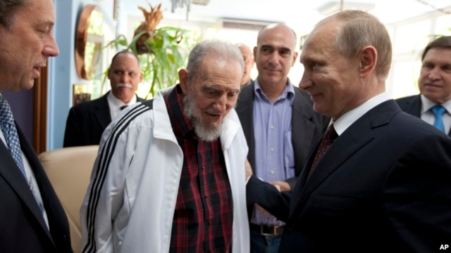 Cuba's Fidel Castro, center, meets with Russia's President Vladimir Putin, right, in Havana, Cuba, July 11, 2014.