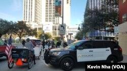 حضور پلیس در حاشیه جشنواره مشهود است.
