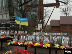 FILE - Memorials mark the spots where demonstrators were massacred during the 2014 Maidan Revolution in Kyiv. (L. Ramirez / VOA)