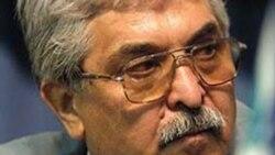محمد سیفزاده، وکیل و مدافع حقوق بشر ایرانی که به ۸ سال زندان محکوم شده است