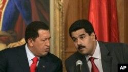 Presiden Venezuela Hugo Chavez (kiri) bersama Wapres Nicolas Maduro di Caracas. (Foto: dok)