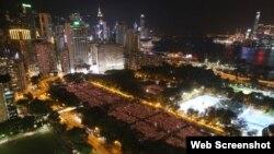 十多万港人悼念六四烛光点亮维多利亚公园(苹果日报图片)