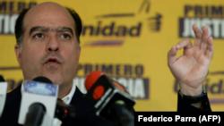 El presidente del Parlamento venezolano, Julio Borges, en conferencia de prensa, el 22 de octubre de 2017, en Caracas, Venezuela.