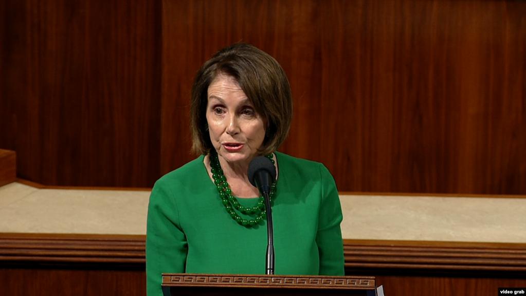 众议员议长佩洛西在众议院议事厅发言。(2019年10月15日)