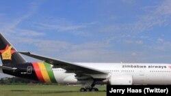Imwe yendege dzeZimbabwe Airways yakasvika munyika neChitatu.