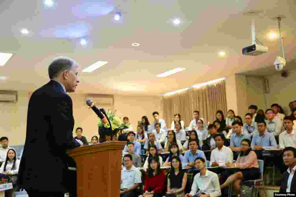 U.S. Ambassador W. Patrick Murphy speaks about U.S.-ASEAN relations to more than 100 students at the Institute of Foreign Languages of Royal University of Phnom Penh, in Cambodia, February 20, 2020. (Photo courtesy of U.S. Embassy in Cambodia)