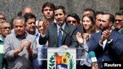 El líder opositor Juan Guaidó se proclamó el 23 de enero de 2019 como presidente interino de Venezuela, y cuenta con el respaldo de EE.UU. y la mayoría de países de la región.