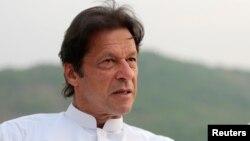 د پاکستان صدراعظم تر دې مخکې هم څو ځلې ویلي و چې د امریکا او طالبانو تر منځ د سولې پلوي کوي.