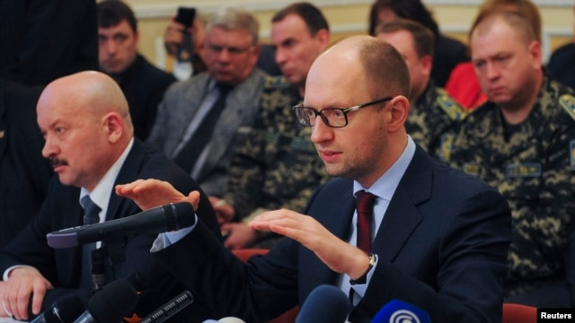 Ukraine's acting Prime Minister Arseniy Yatsenyuk speaks with local leaders in Donetsk on April 11, 2014.