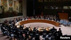 Dewan Keamanan PBB melakukan pemungutan suara untuk resolusi bantuan keamanan untuk Suriah di Markas Besar PBB di New York (22/2). (Reuters/Eduardo Munoz)