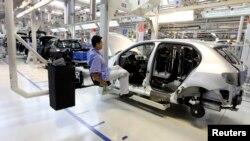 Suasana di dalam pabrik Volkswagen di dekat Sao Paulo, Brazil. (Foto: Dok)