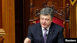 Ukraine's President Petro Poroshenko addresses deputies during a session of parliament in Kyiv, June 19, 2014.