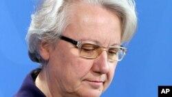 9일 표절 의혹으로 결국 사임 의사를 밝히는 독일의 아네테 샤반 교육장관.