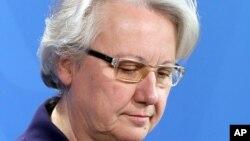 Menteri Pendidikan Jerman, Annette Schavan mengumumkan pengunduran dirinya di Berlin, Sabtu (9/2).