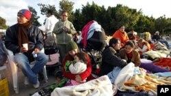 西班牙民众露宿防震
