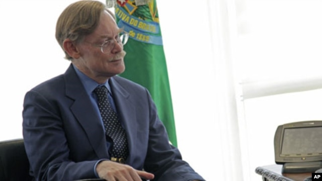 World Bank President Robert Zoellick reacts during a meeting with Brazil's President Dilma Rousseff [not in picture] at the Planalto Palace in Brasilia, June 2, 2011 (file photo)