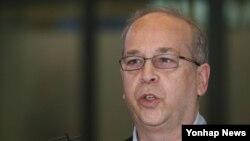 16일 방한한 대니얼 러셀 미국 국무부 동아태 차관보가 인천국제공항에서 입국 인사말를 하고 있다.