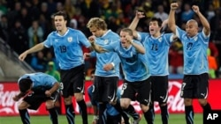 جیت پر یوروگوائے کے کھلاڑی خوش نظر آرہے ہیں