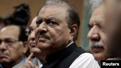Mamnoon Hussain, presidential candidate of the Pakistan Muslim League-Nawaz (PML-N) party, stands as he submits his nomination papers for the upcoming presidential election at the High Court in Islamabad, July 24, 2013.