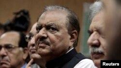 파키스탄의 새 대통령으로 선출된 맘눈 후세인. (자료사진)