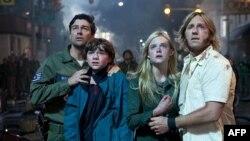 Kajl Čendler, Džoel Kortni, El Fening i Ron Elard glume glavne uloge u filmu Super 8.