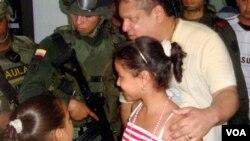 El ministro del Interior Germán Vargas pidió a la Cruz Roja Internacional revelar los detalles de la liberación.