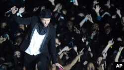 Justin Timberlake tampil di acara MTV Video Music Awards, Minggu (25/8) di Barclays Center, New York. (AP/Invision/Charles Sykes)