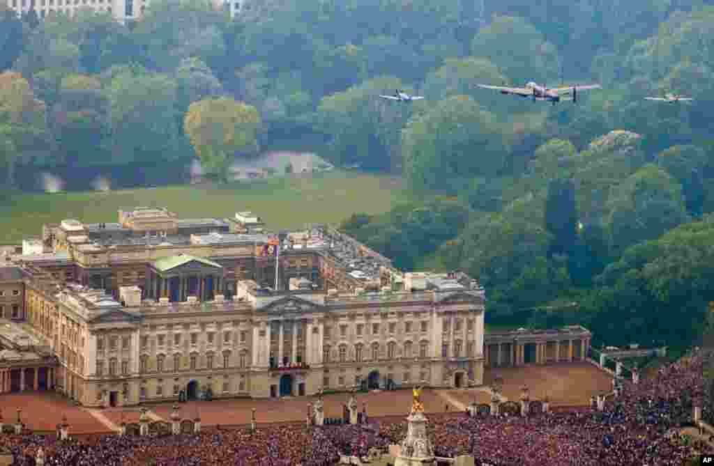 The Battle of Britain memorial Flight flies over Buckingham Palace as Britain's Prince William and his wife, Kate appear on the balcony, following their wedding. (AP Photo/Neil Chapman, Ministry of Defence)