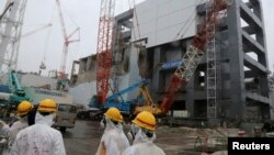 A general view of the cover installation for the spent fuel removed from the cooling pool is pictured at the No.4 reactor building at Tokyo Electric Power Company's tsunami-crippled Fukushima Daiichi nuclear power plant in Fukushima prefecture, June 12, 2013.
