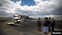 5일 예멘 사나 국제공항에서 사우디 주도 연합군의 공습으로 파괴된 군용 수송기.
