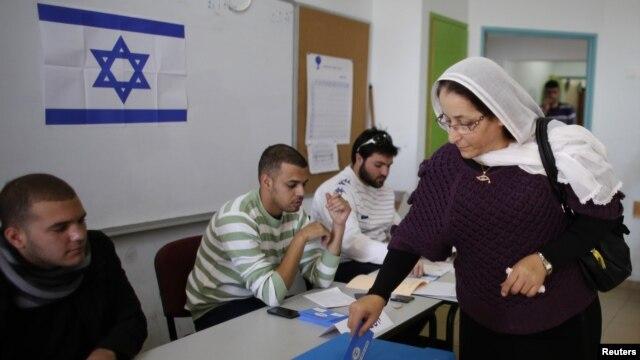 Cử tri đi bỏ phiếu trong cuộc bầu cử Quốc hội tại làng Druze-Arab của Maghar, Israel, ngày 22/1/2013.