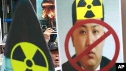 Một người biểu tình Hàn Quốc hô lớn những khẩu hiệu trong cuộc tuần hành phản đối các vụ thử hạt nhân của Bắc Triều Tiên, ngày 10 tháng 09 năm 2016.