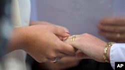 美国南部阿拉巴马州首席大法官罗伊•莫尔星期一下令禁止向同性恋者发放结婚证