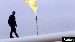 Đường ống dẫn dầu ở ngoại ô thành phố Arbil, Iraq