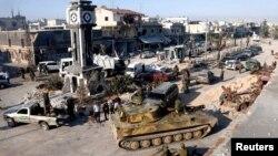 5일 시리아 정부군의 레바논 접경 반정부군의 전략 요충지인 쿠사이르를 탈환한 가운데, 정부군 탱크가 도심에 진입했다. 시리아 정부군은 레바논 무장단체 헤즈볼라의 지원을 받았다.