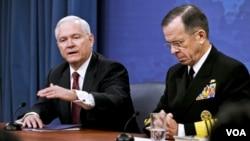 Minis defans ameriken an Robert M. Gates ak Admiral Michael Mullen