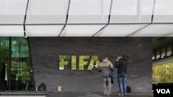 FIFA menghukum kedua anggota eksekutifnya, Amos Adamu dan Reynald Temarii, karena menjual hak suara mereka untuk memilih tuan rumah Piala Dunia guna mendanai proyek sepakbola.