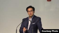 미국 메릴랜드 주 경향가든교회에서 24일 북한 선교 전문가인 박진욱 박사가 강연하고 있다.
