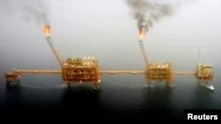 La oferta y la demanda de petróleo se equilibrarán para 2017 según la Agencia Internacional de Energía.