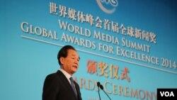 资料图片:新华社社长蔡名照在颁奖仪式上致辞。