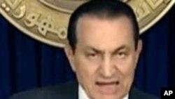 Mubarak oo Awoodihii Qaar Wareejiyay