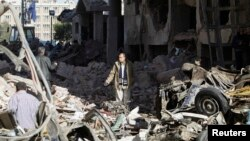 Hiện trường sau vụ nổ bom trụ sở cảnh sát ở thành phố Mansour trong vùng Ðồng bằng sông Nil, Ai Cập, ngày 24/12/2013.