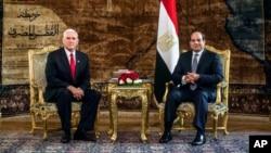 마이크 펜스 미국 부통령과 압델 파타 엘시시 이집트 대통령이 지난 1월 카이로에서 회담했다.