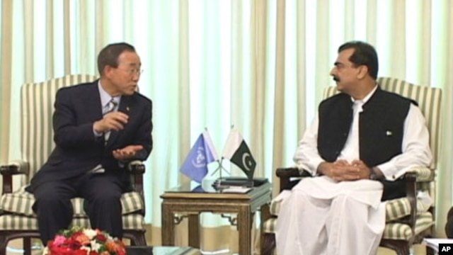 U.N. Secretary-General Ban Ki-moon, left, talks with Pakistani Prime Minister Yousuf Raza Gilani at prime minister's house in Islamabad, Pakistan, Sunday, Aug. 15, 2010.