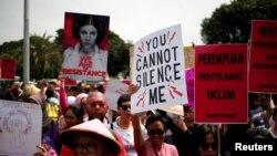 Para aktivis melakukan unjuk rasa menuntut dihormatinya hak-hak perempuan pada peringatan Hari Perempuan Sedunia di Jakarta (foto: dok).