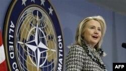 کلینتون: آمریکا تعهدات قاطعی را از ایران انتظار دارد